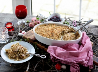 Golden Turkey, Ham and Pecan Crumble